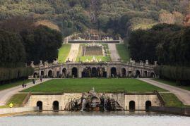 Titolo: La fuga. Luogo: Parco della reggia reale di Caserta.